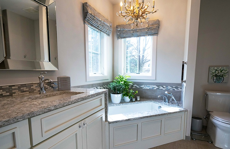 Master Bathroom Suite with Soaking Tub