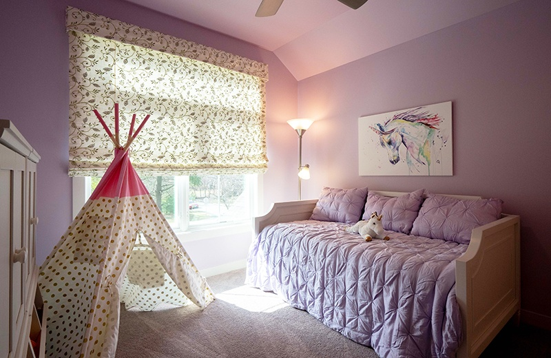 Pink bedroom for granddaughter with teepee and unicorn